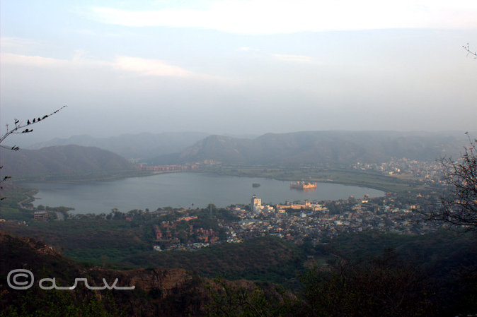 jal-mahal-jaipur-from-distance