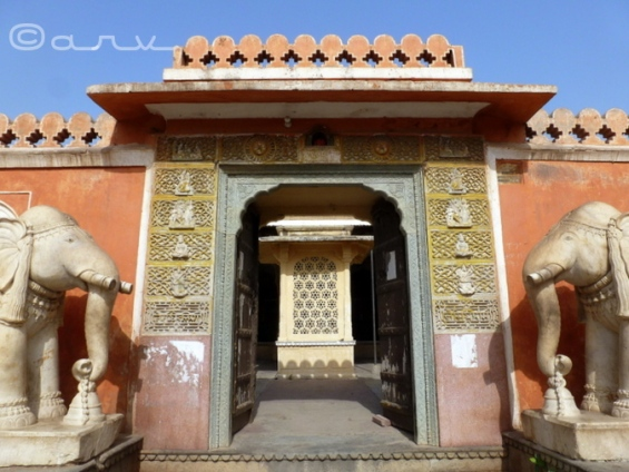 chaturbhuj temple entrance