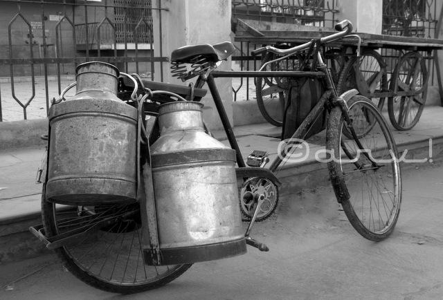 cycle-milkman-milk-market-in-jaipur-doodh-mandi-jaipurthrumylens