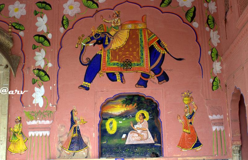 painting-wall-fresco-at-govardhan-nathji-temple-jaipur-hawa-mahal-complex