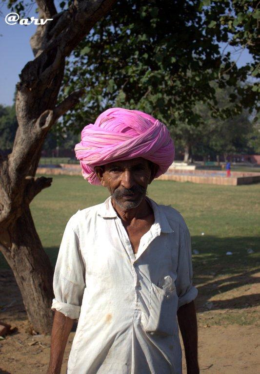 gardener-at-ramniwas-garden-albert-hall-museum-jaipur