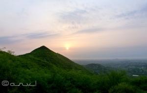 hiking_in_jaipur_hills