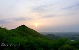 hiking_in_jaipur_hills