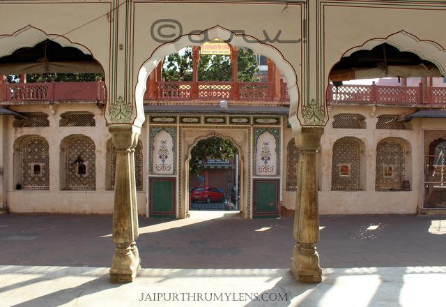 shri-govardhan-nath-mandir-jaipur-temple-architecture