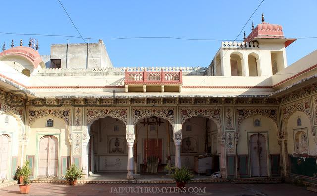 sri-govardhan-nath-mandir-jaipur-krishna-mandir