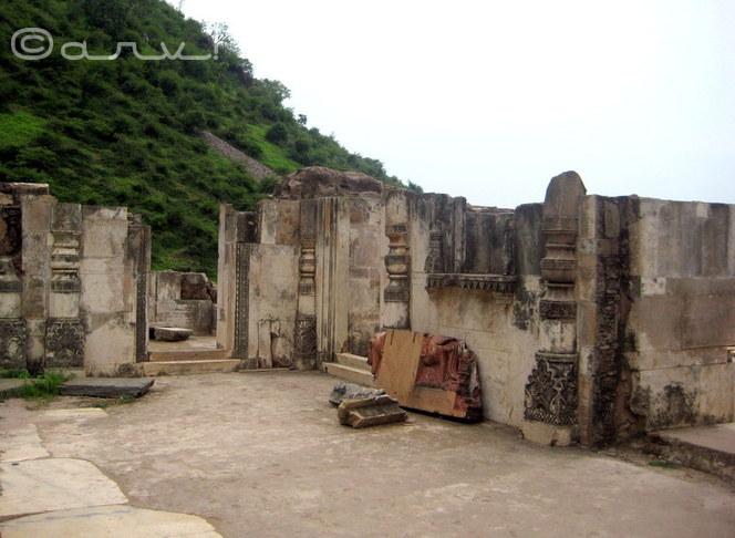 bhangarh-fort-ruins