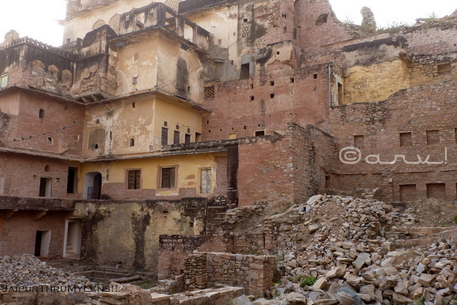 ruined-shur-singh-haveli-amer-fort-rajput-architecture