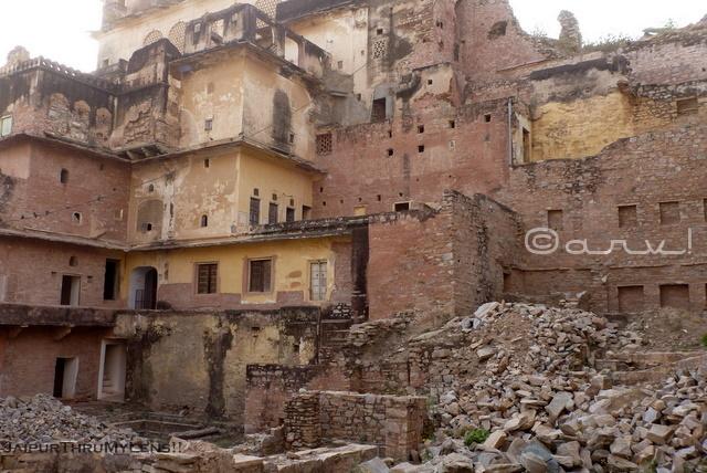ruined-shur-singh-haveli-amer-fort-rajput-architecture