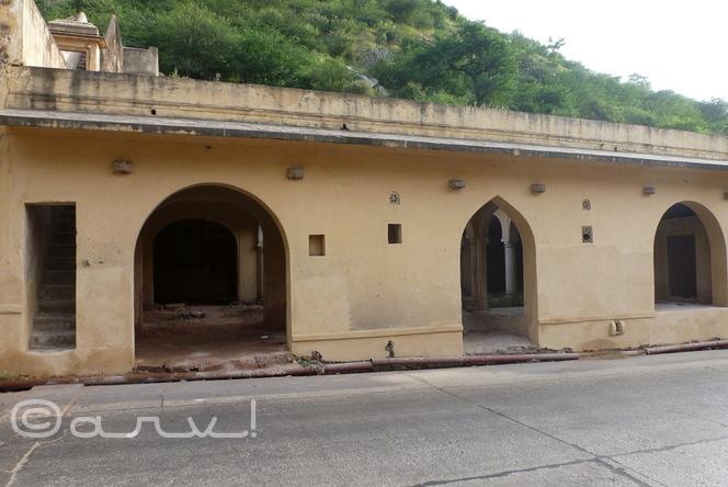 ghat-ki-guni-in-jaipur-agra-road