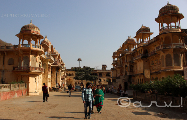 must-visit-offbeat-jaipur-tourist-attraction-galta-monkey-temple-jaipurthrumylens