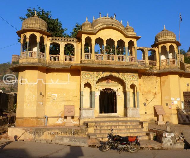 bihariji-temple-ghat-ki-guni-agra-road-jaipur-jaipurthrumylens