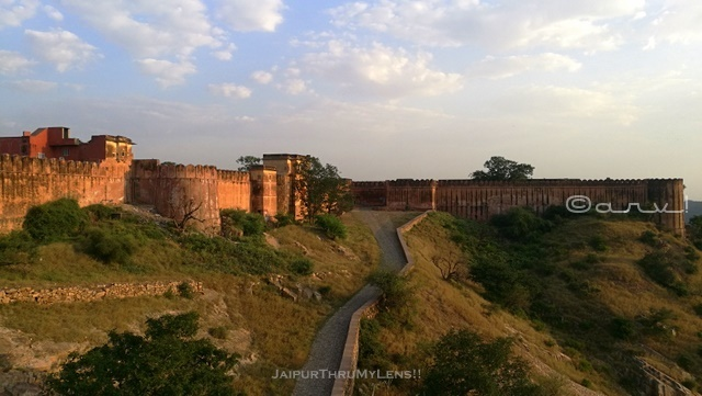 jaigarh-fort-to-amer-fort-road-from-distance