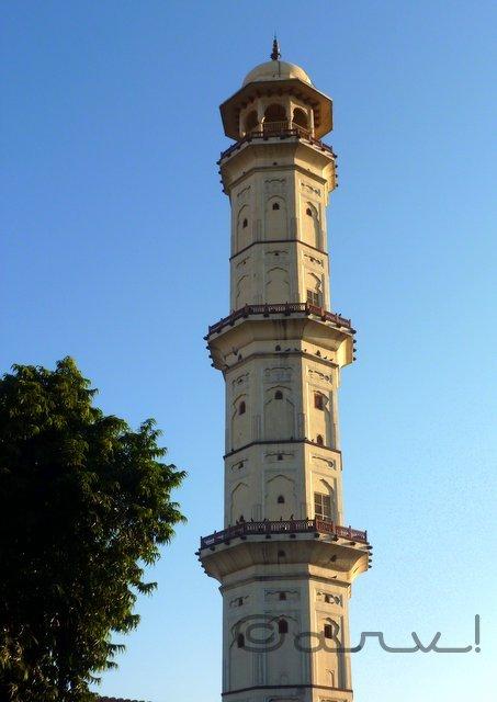 heritage-walk-in-jaipur-tripoliya-bazar-swargah-suli