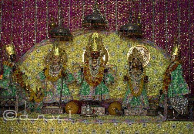 idol-of-bhagwan-shri-ram-sita-bharat-at-sri-ramchandra-temple-jaipur