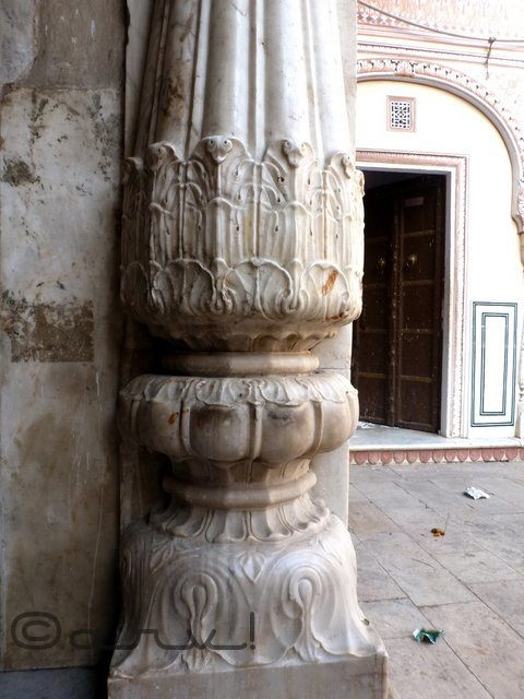 pillar-design-in-heritage-temples-ramchandra-temple-jaipur