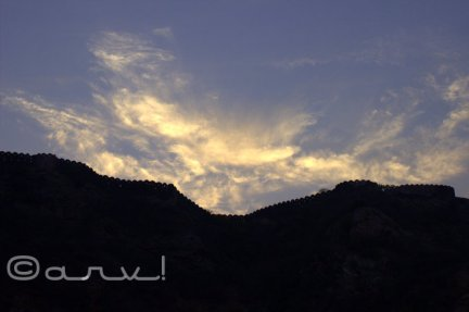 wall-ramparts-nahargarh-fort-jaipur-friday-skywatch