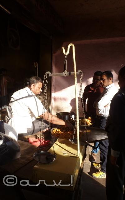 famous-pakodi-kachori-in-jaipur-food-walk-jaipurthrumylens