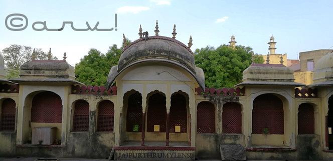heritage-temple-jaipur-pratapeshwar-mandir-beautiful-rajput-mughal-architecture-chhatri-jaali