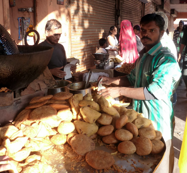 kachori-pakode-in-jaipur-food-walk