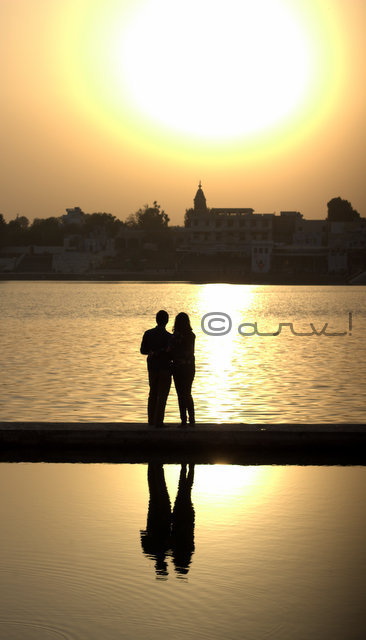 happy-couple-valentine-day-picture-pushkar-lake-friday-skywatch-jaipurthrumylens