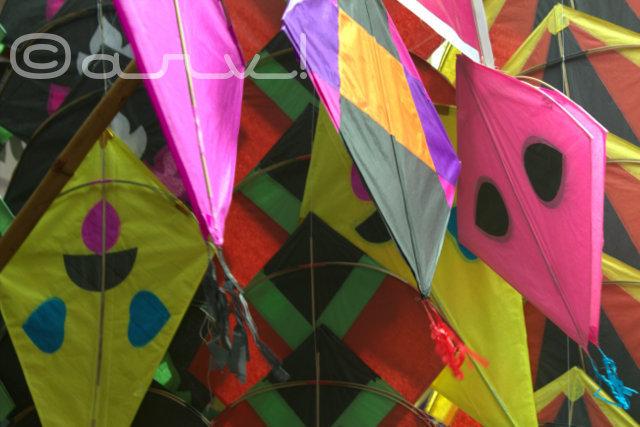 kites-on-sale-jaipur-street-haldion-ka-rasta-johri-bazaar-makar-sakranti