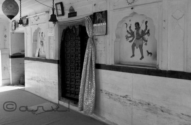 popular-heritage-temple-in-jaipur-raj-rajeshwari-mandir-manbagh-sawai-pratap-singh-jaipurthrumylens