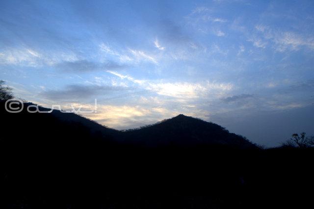 hills-around-the-naila-fort-in-nayla-village-jaipurthrumylens