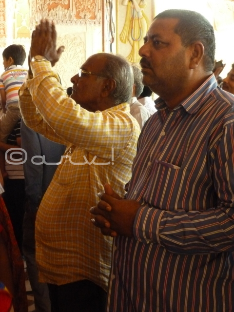 devotee-worshipping-at-temple-govind-dev-ji-jaipur-jaipurthrumylens