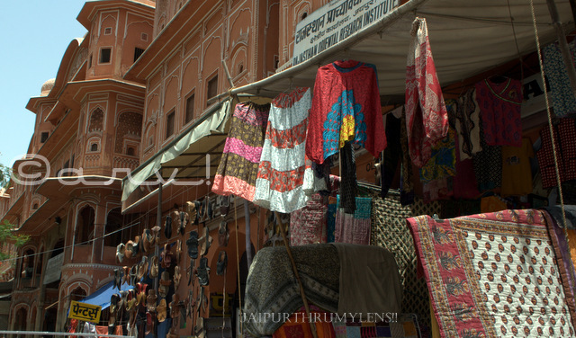 touristy-hawa-mahal-sirehdyodi-bazaar-jaipur