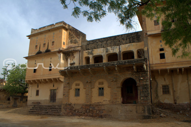 beautiful-palace-near-jaipur-in-village-naila-fatehgarh-jaipurthrumylens