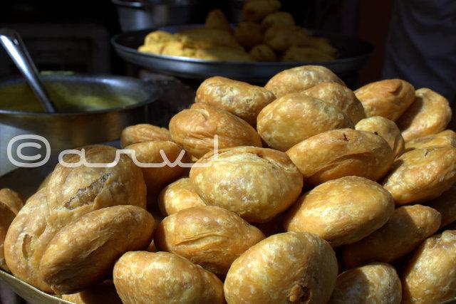 must-eat-food-kachoris-chatni-in-jaipur-walled-city-rajasthan-india