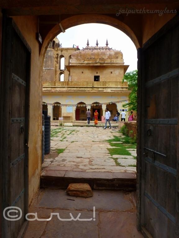 charan-mandir-nahargarh-road-jaipur-lord-krishna-jaipurthrumylens