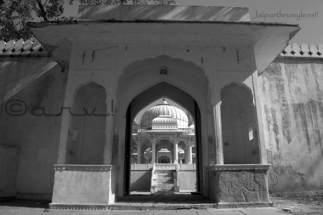 entrance-royal-gaitore-cenotaph-jaipur-sms-trust-tourist-attraction-sawai-ram-singh-ii-jaipurthrumylens