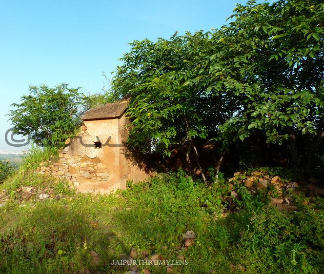 mariam-mahal-ruins-in-hills-jaipur-forest-jaipurthrumylens
