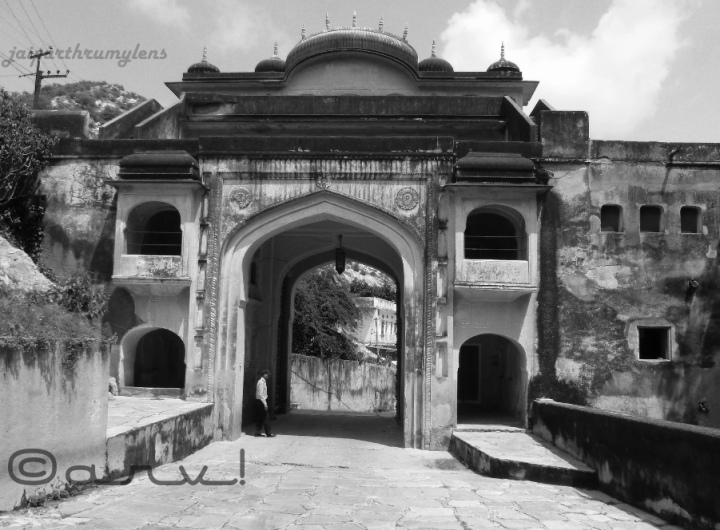 samode-palace-entrance-gate-near-jaipur-jaipurthrumylens