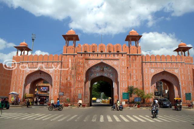 walled-city-gates-in-jaipur-ajmeri-gate-history-jaipur-kishanpole-bazar-jaipurthrumylens