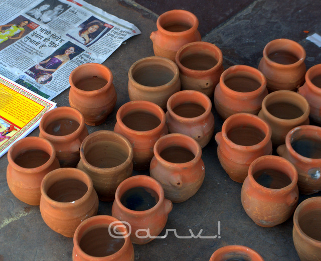earthen pots & glass for sale in johari bazaar jaipur