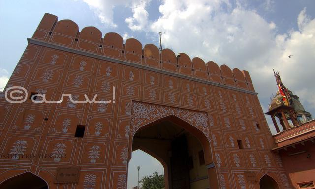 floral-motif-details-on-chandpole-gate-jaipur-lord-hanuman-temple-jaipurthrumylens