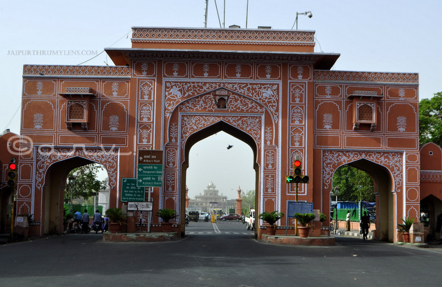 new-gate-chaura-rasta-bazaar-old-city-gates-in-jaipur-jaipurthrumylens