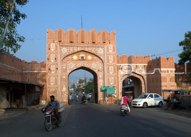 surajpol-galta-gate-ramganj-bazaar-old-city-gates-in-jaipur-jaipurthrumylens