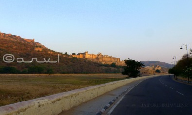 road to amber fort with maota lake
