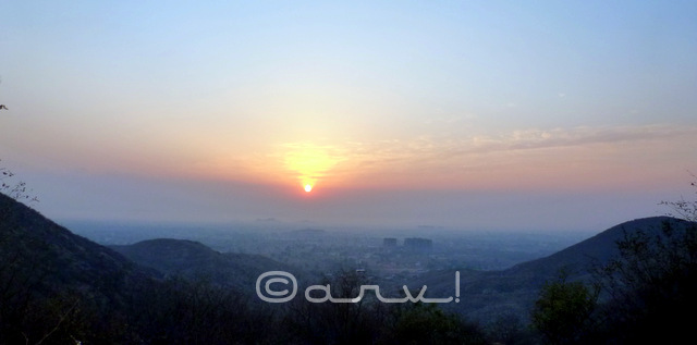 watching-sunrise-in-jaipur-hills-trekking-in-aravalis-rajasthan-india-jaipurthrumylens