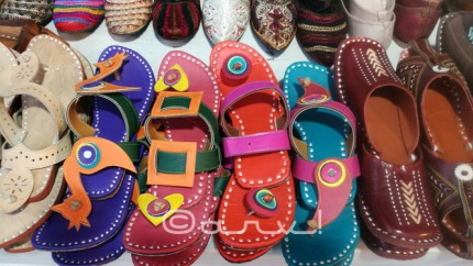 colorful-rajasthani-mochadis-juti-in-jaipur-rajasthan-heritage-week-exhibition-diggi-palace-jaipurthrumylens