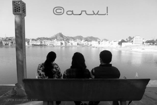freinds-on-a-bench-view-of-pushkar-lake-ghats-rajasthan-jaipurthrumylens