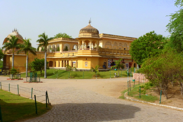 kanak-ghati-valley-photo-radha-madhav-temple-kanakvrindavan-jaipur