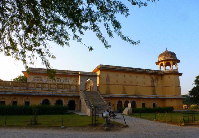 kanak-vrindavan-temple-radha-madhav-ji-old-govind-dev-ji-mandir-kanakghati-jaipur