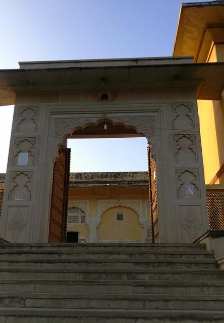 rajput-entrance-gate-temple-mughal-influence-kanak-ghati-mandir-purane-govind-dev-ji-thikana