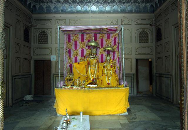 thakurji-govind-devji-radha-madhav-temple-jaipur-kanak-vrindavan-ghati-photo