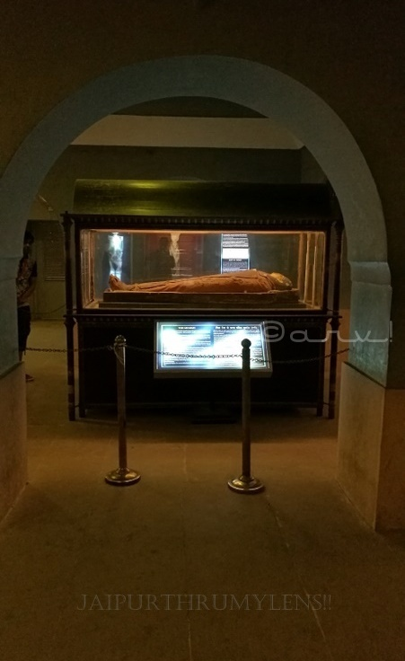 egyptian-mummy-in-indian-museum-jaipur-albert-hall