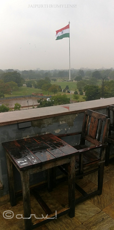 view-of-flag-at-central-park-jaipur-from-tapri-central-mobile-photography